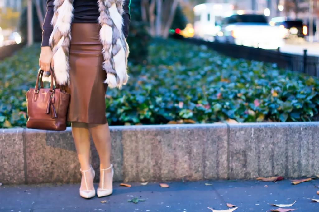 monochromatic trend; brown; leather skirt; handband; ny blogger; coach; zara skirt; banana republic; turtle neck; how to wear monochromatic; brown outfit; work wear; office outfit; what to wear to work