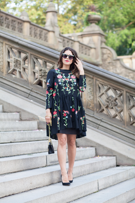 black-embroidered-zara-dress-black-manolo-blahnik-pumps-summer-look-date-night-style-chloe-drew-bag-black-cateye-sunglasses-casual-look-fashion-blogger-new-york-nyc-corporate-catwalk13