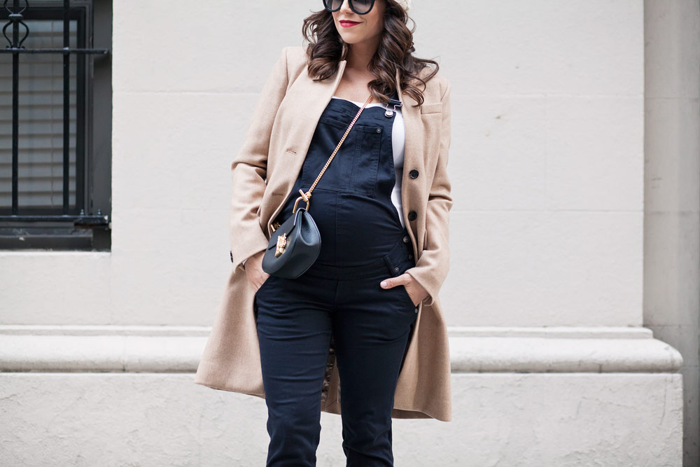 Dressing the Bump When You're 8 Months Pregnant