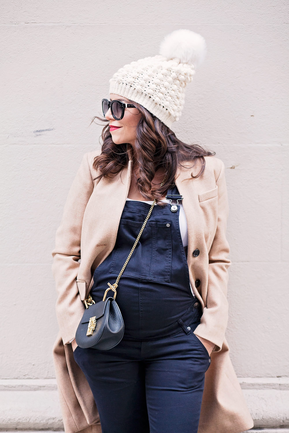 maternity-overalls-what-to-wear-when-expecting-nyc-expecting-layering-while-pregnant-maternity-fashion-dress-the-bump-overalls-corproate-catwalk-3