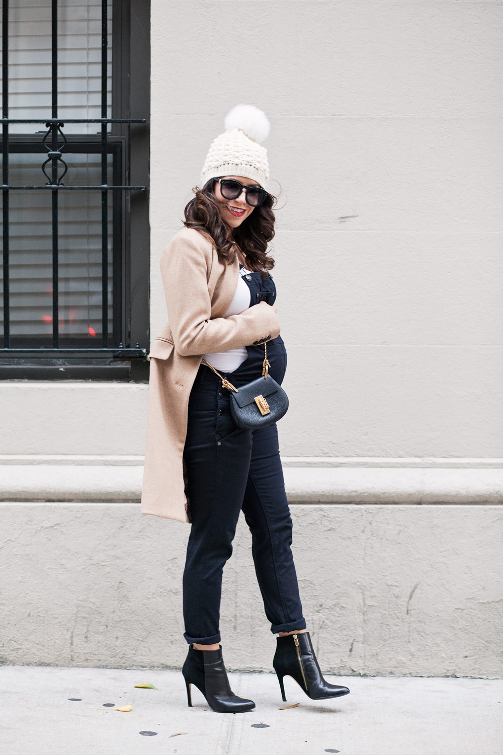 maternity-overalls-what-to-wear-when-expecting-nyc-expecting-layering-while-pregnant-maternity-fashion-dress-the-bump-overalls-corproate-catwalk-5