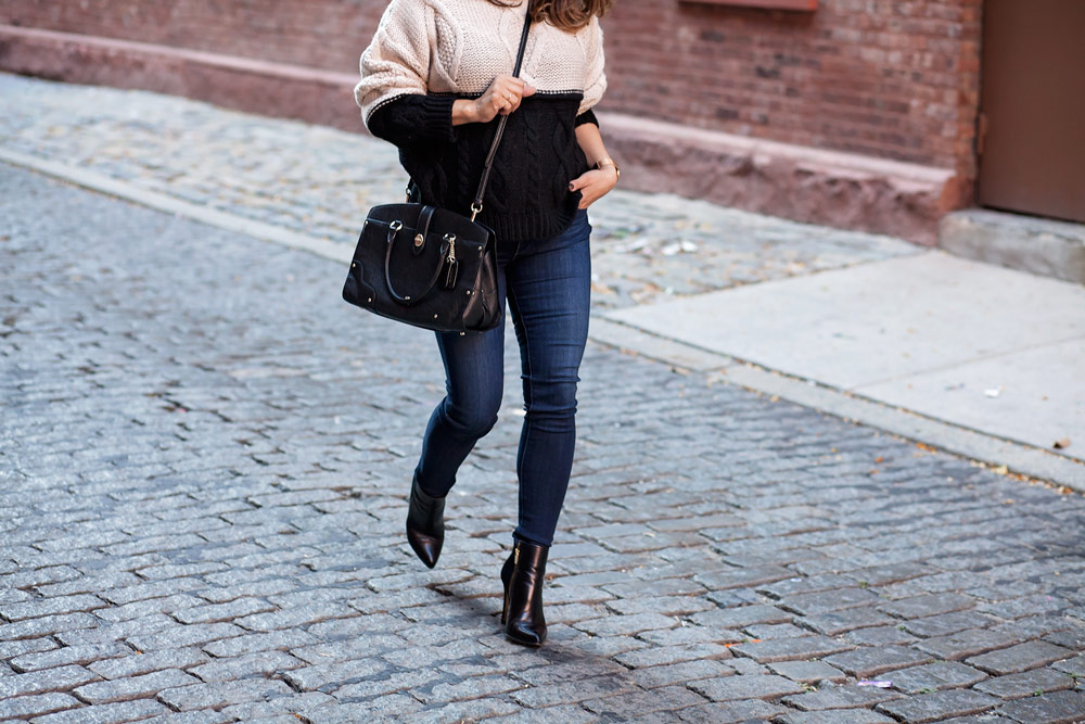 colorblock-sweater-denim-black-boots-fall-outfits-hm-sweater-coach-black-bag-corproate-catwalk-new-york-city-6