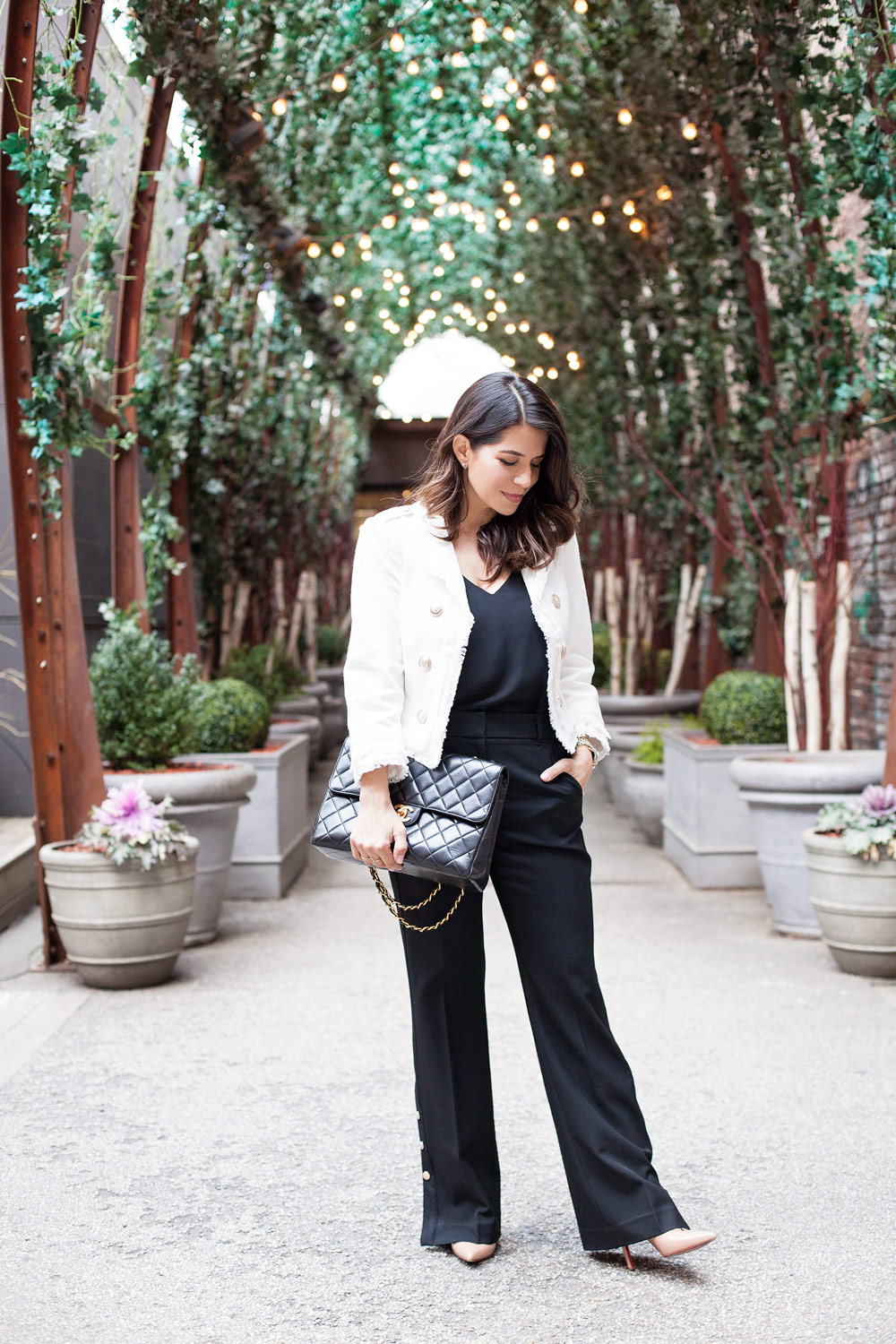 White House Black Market WHBM Workwear Black and White Outfit Post What to Wear to Work Black Wide Leg Pants Tweed Jacket New York City Fashion Blogger