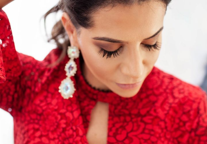 4 Ways to Style your Hair with Certain Necklines